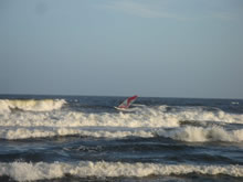 windsurf en el mar de la playa brava